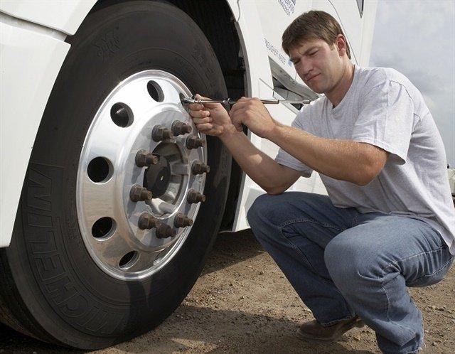 معاینه فنی خودرو سبک و سنگین چگونه انجام می شود؟